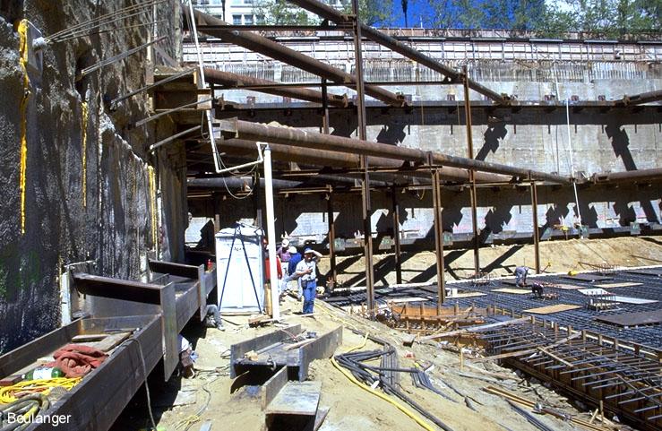 Steel Retaining Structures : Deep excavation geotechnical photo album