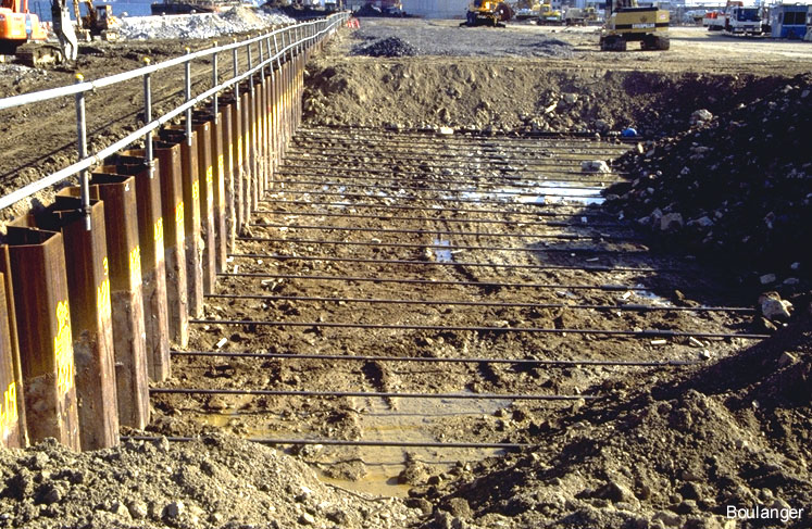 Sheet Piles Amp Vibratory Hammer 1 Geotechnical Photo Album
